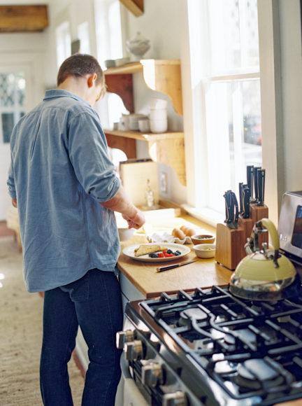 groom making breakfast photo by Matoli Keely Photography