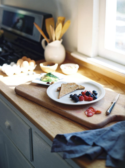 at home breakfast photo by Matoli Keely Photography
